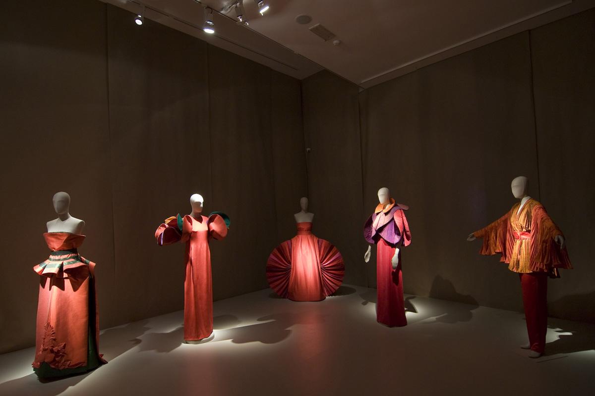 strle-svetila-mestna-galerija-capucci-3